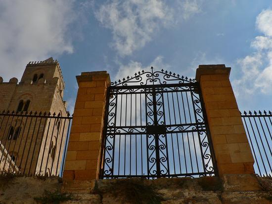 il cancello al cielo - Cefalù (3010 clic)