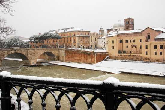 Isola Tiberina con neve - ROMA - inserita il 14-Feb-10