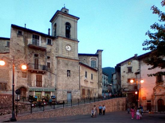 Piazza vecchia - Scanno (10504 clic)