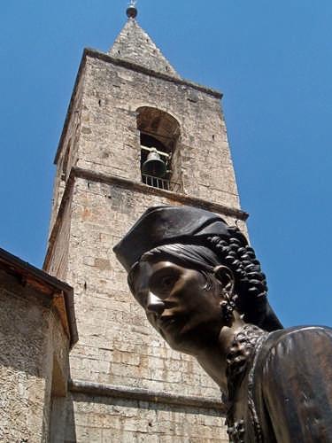 Statua con costume tipico - Scanno (3530 clic)