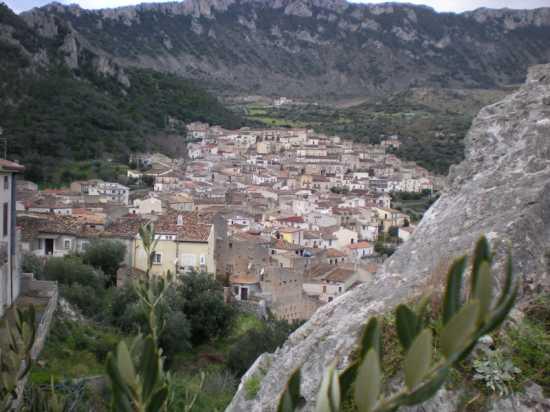 Panorama dal belvedere - CIVITA - inserita il 12-May-10