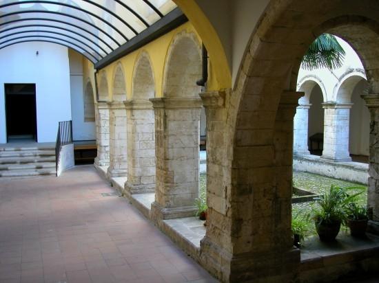 Chiostro di Santa Chiara - Cosenza (5050 clic)