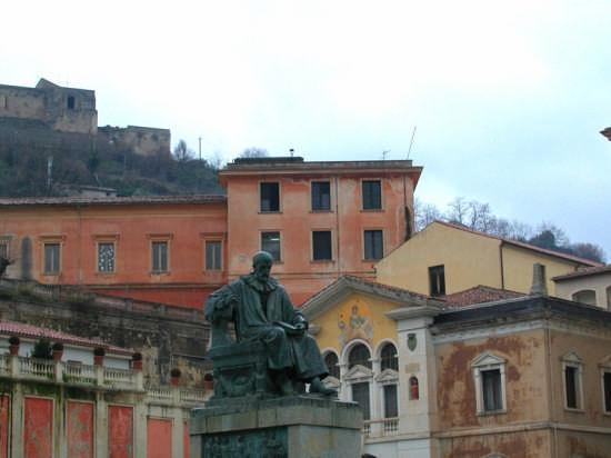 Cosenza - Monumento B.Telesio (2962 clic)