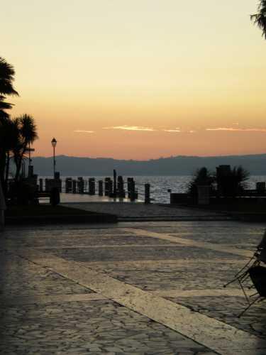 Veduta al tramonto - SIRMIONE - inserita il 12-May-10