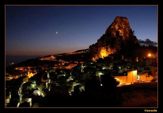 Caltabellotta di notte - CALTABELLOTTA - inserita il 01-Oct-07