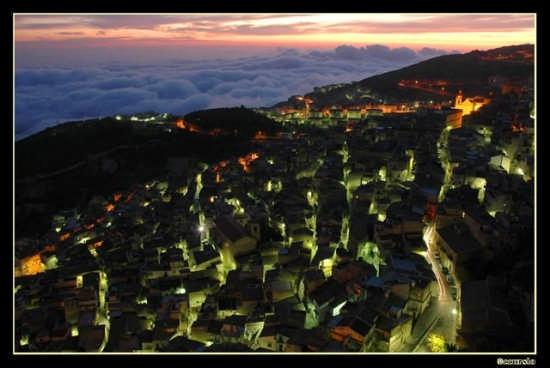 Caltabellotta di notte (3145 clic)
