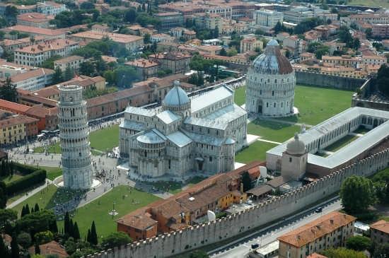 Piazza dei miracoli. - Pisa (22166 clic)