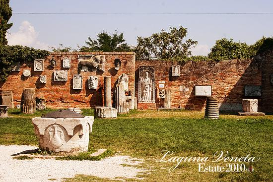 piazza - Torcello (2379 clic)