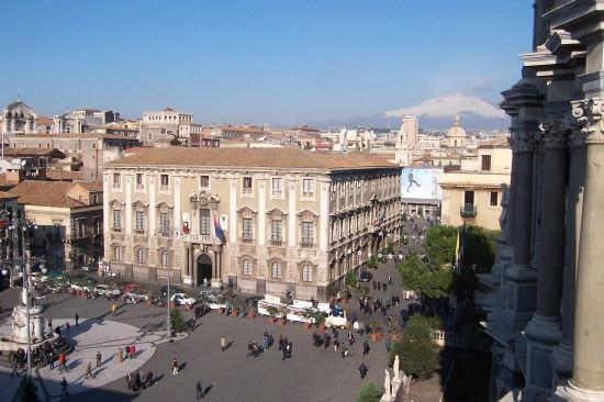Catania .Piazza Duomo (5354 clic)