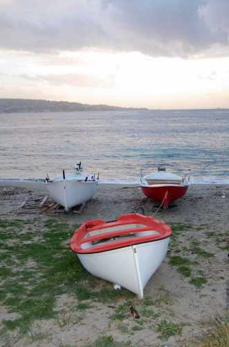 Stretto di Messina. Capo peloro. Barche (3112 clic)