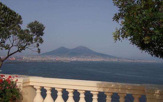 Napoli. Terrazza sul Vesuvio (7530 clic)