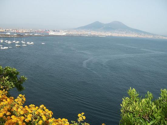 Napoli. Terrazza sul Vesuvio (5481 clic)