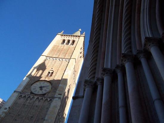 Parma.Campanile e Battistero. (2911 clic)