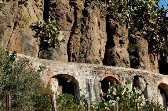 Acquedotto arabo - Paternò (4210 clic)