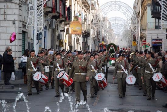 Parata militare a Paterno'. - Paternò (3595 clic)