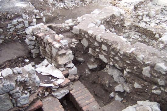 Scavi alla collina storica di Paternò (5081 clic)