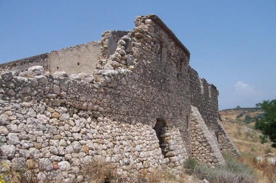 Castello della Baronessa di Poira - PATERNÒ - inserita il 18-Jun-07