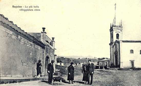 Piazza Cisterna. Anni 20 - Ragalna (4848 clic)