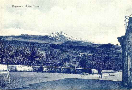 Piazza Rocca. Anni 50 - Ragalna (4970 clic)