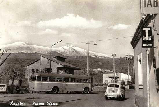 Piazza Rocca. Anni 60 - Ragalna (5487 clic)