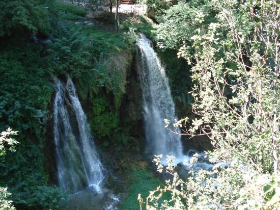 Scorcio cascate di Villa Gregoriana C.C. - Tivoli (9621 clic)