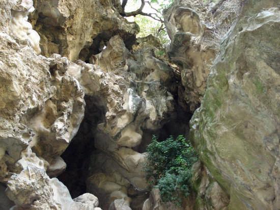 scorcio di rocce Villa Gregoriana C.C: - Tivoli (1597 clic)