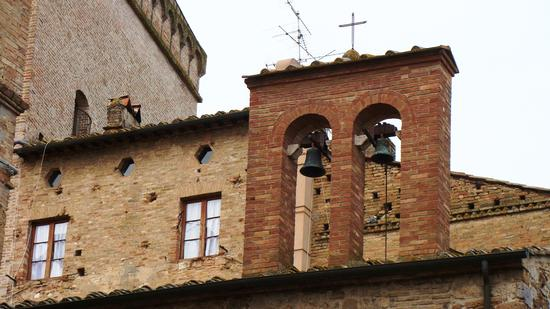 .... le campane sui tetti.... - San gimignano (1546 clic)