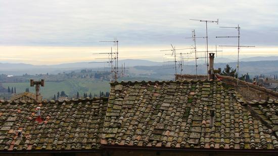 ..... la comunicazione..... antenne... - San gimignano (1305 clic)