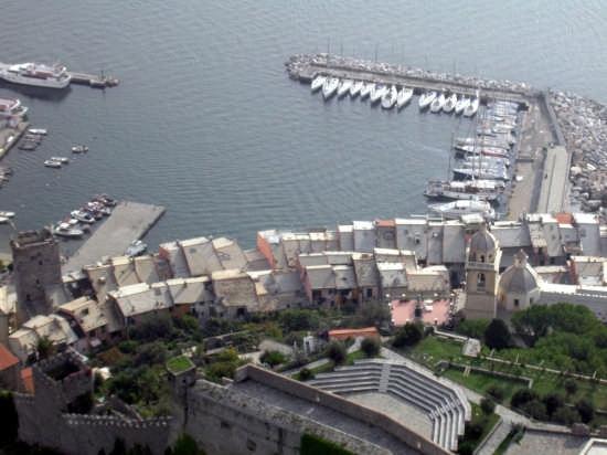 Portovenere - Tetti ed il Porto (3299 clic)