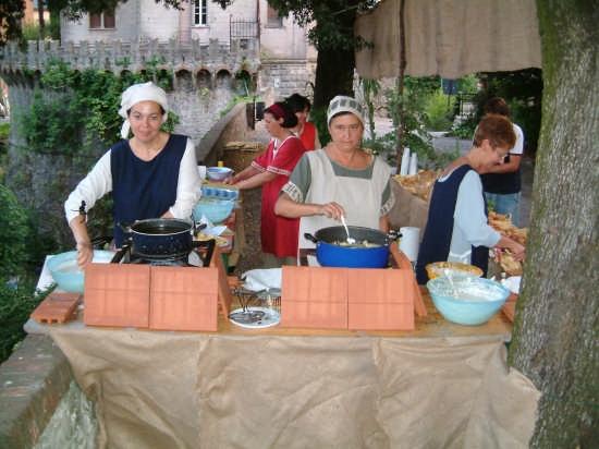 Palio di Sarzana - Le Donne di Sarzanello ai Banchetti (2850 clic)