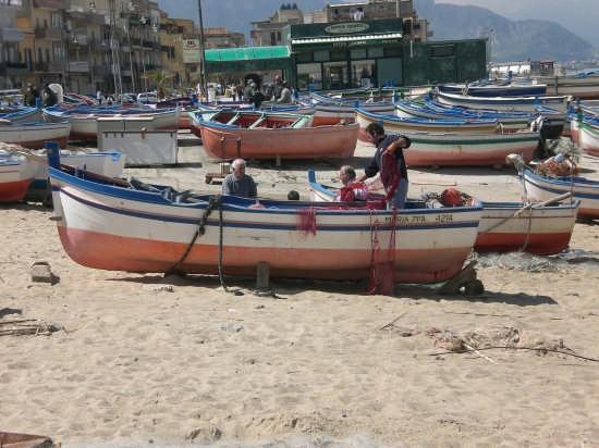 pescatori al lavoro! - Aspra (3525 clic)