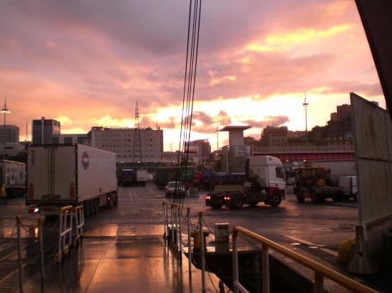 tramonto visto dal porto di Genova (2232 clic)