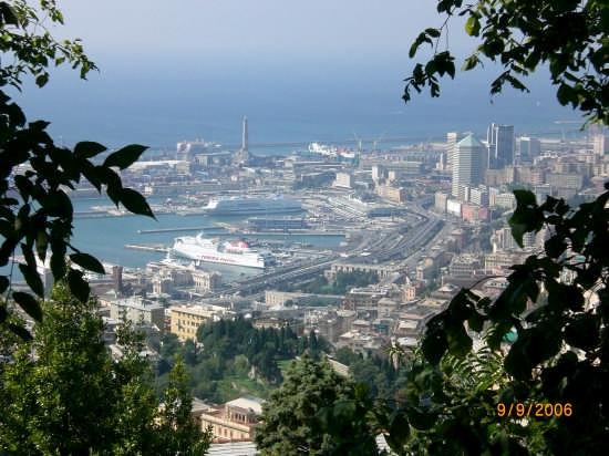porto visto dal parco di Righi. - Genova (3832 clic)