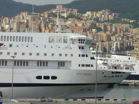 Genova in secondo piano | GENOVA | Fotografia di Daniela Grifasi