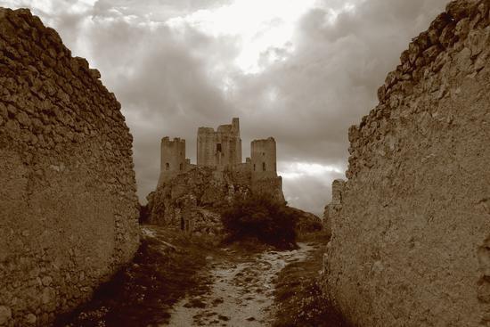 Rocca Calascio - CALASCIO - inserita il 30-Jan-12