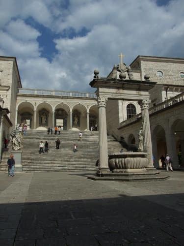 Abbazia di Monte Cassino il cortile (3975 clic)