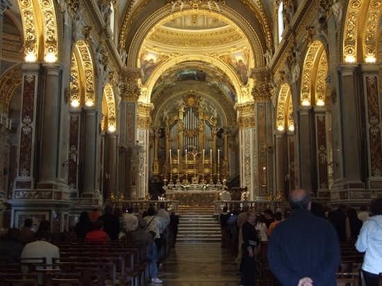 Abbazia di Monte Cassino l'interno della Chiesa (8668 clic)