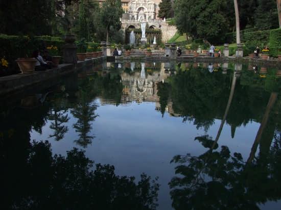 monumenti riflessi-villa d'este - Tivoli (3260 clic)