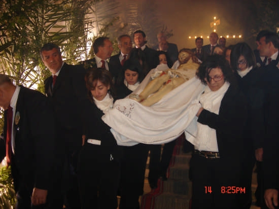 Le Pie Donne portano dal Calvario alla Vara il Cristo Morto - Borgetto (5435 clic)