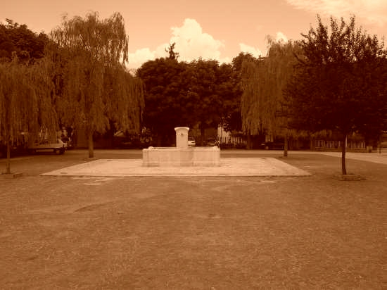 Fontana monumentale - Pedicciano (2118 clic)