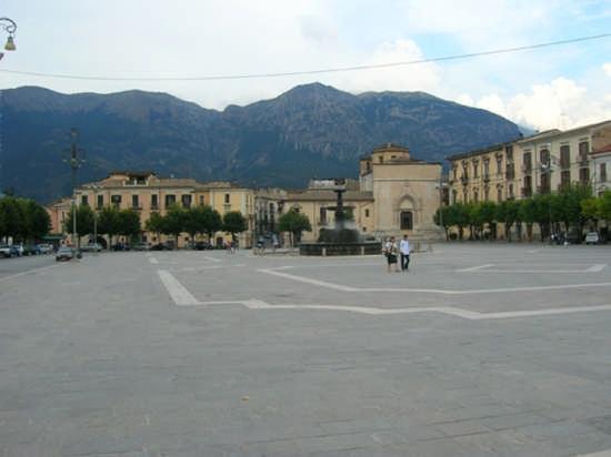 Piazza  - Sulmona (3179 clic)