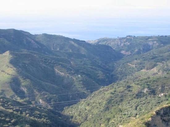 Panorama visto da Rometta (3145 clic)