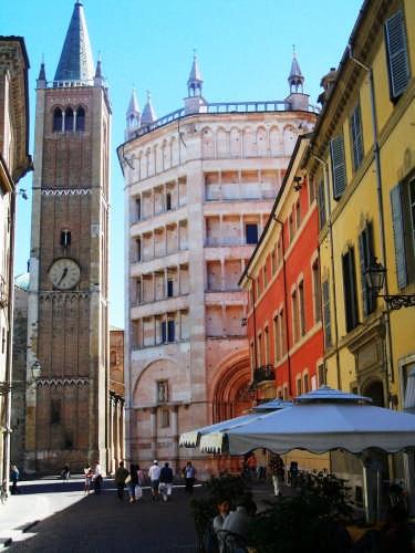 V. al Duomo - Duomo e Battistero - Parma (3481 clic)