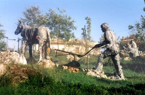 monumento all'aratore - Gargano (1767 clic)