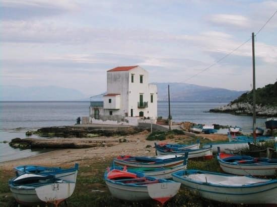 Casetta e barche - Sant'elia (5144 clic)