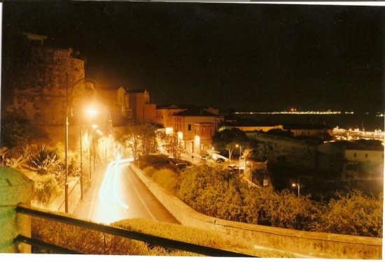 castello di notte - CAGLIARI - inserita il 11-Dec-07