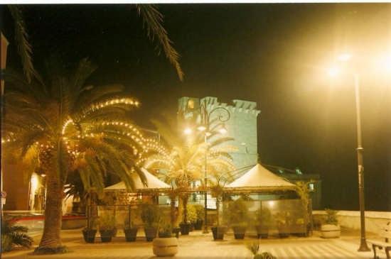 luci di natale sotto la torre - Cagliari (2609 clic)