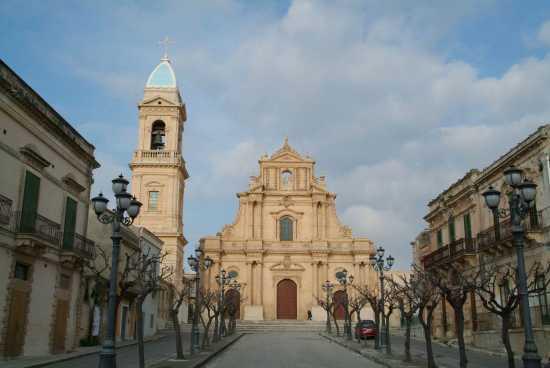 Piazza SS. Annunziata - Ispica (4330 clic)