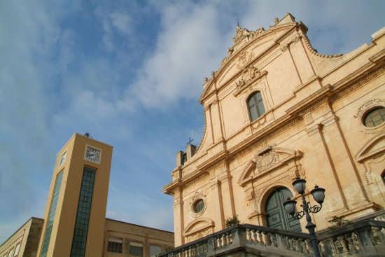 La Torre dell'Orologio e la Chiesa Madre  - Ispica (3549 clic)