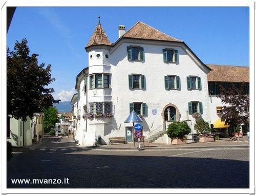 Appiano piazza - Appiano sulla strada del vino (4543 clic)